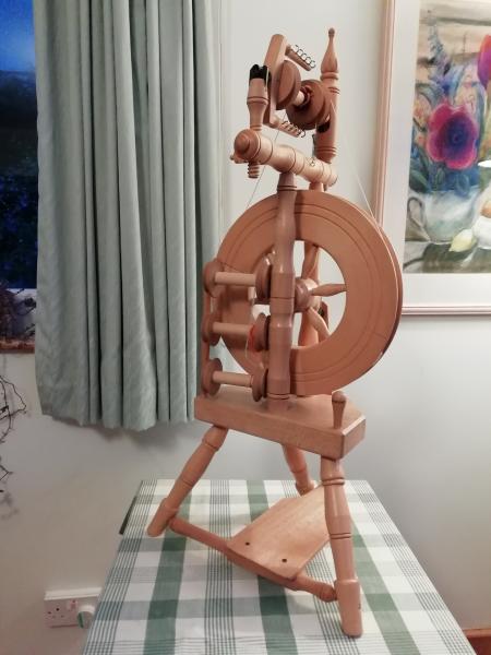 Single treadle upright spinning wheel